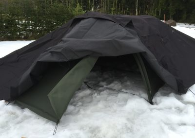 Kokeiltiin myös, miten teltta toimisi, jos sen päälle laittaisi pressun.